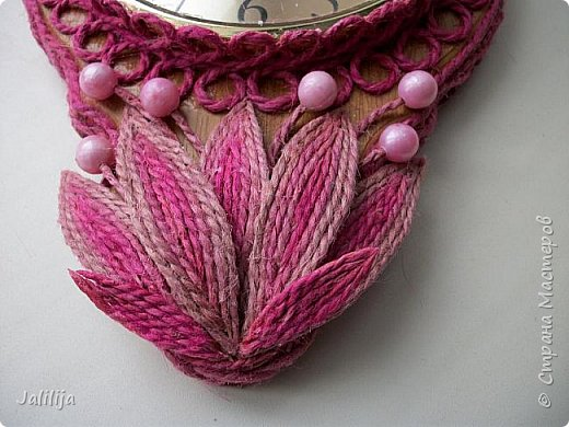 Уважаемые жители и гости Страны мастеров! Эти часы декорированы джутовой верёвкой, которую я предварительно покрасила. Хочу поделиться с вами, как это делается. фото 19
