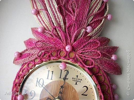Уважаемые жители и гости Страны мастеров! Эти часы декорированы джутовой верёвкой, которую я предварительно покрасила. Хочу поделиться с вами, как это делается. фото 30
