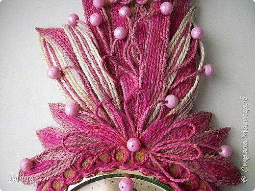 Уважаемые жители и гости Страны мастеров! Эти часы декорированы джутовой верёвкой, которую я предварительно покрасила. Хочу поделиться с вами, как это делается. фото 31