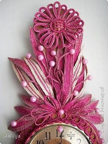 Уважаемые жители и гости Страны мастеров! Эти часы декорированы джутовой верёвкой, которую я предварительно покрасила. Хочу поделиться с вами, как это делается. фото 33