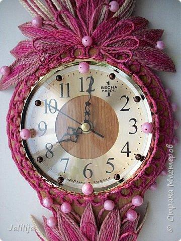 Уважаемые жители и гости Страны мастеров! Эти часы декорированы джутовой верёвкой, которую я предварительно покрасила. Хочу поделиться с вами, как это делается. фото 35