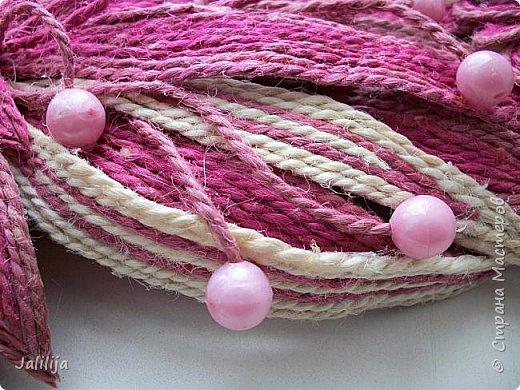 Уважаемые жители и гости Страны мастеров! Эти часы декорированы джутовой верёвкой, которую я предварительно покрасила. Хочу поделиться с вами, как это делается. фото 36