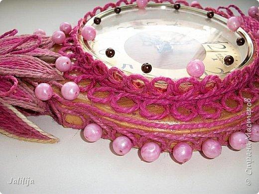 Уважаемые жители и гости Страны мастеров! Эти часы декорированы джутовой верёвкой, которую я предварительно покрасила. Хочу поделиться с вами, как это делается. фото 38