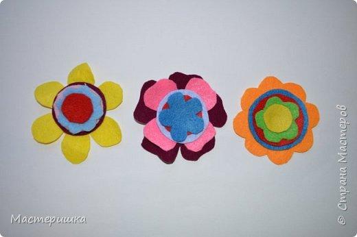 Здравствуйте друзья! А мы готовимся к маминому празднику. Идея изготовления такого цветочка появилась у меня при подготовке к занятию, где учились пришивать пуговицу. фото 6