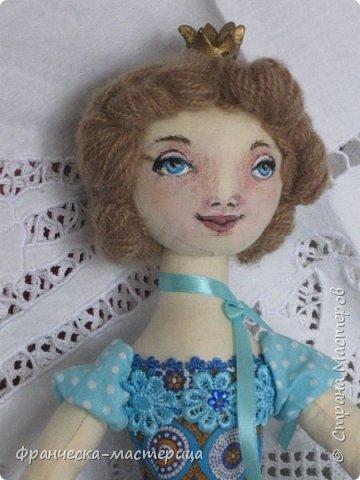 """Добрый день, Страна Мастеров и Мастериц!!! Представляю вам мои новиночки. Эти куклы в заказе и отправятся к новым хозяевам после выходных. Первая из заказанных кукол """" Принцесса Анна"""" ростом в 53 см, сшита из хлопка, набивка - синтепух, волосы из полушерстяной пряжи уложены в статичную причёску.  фото 4"""