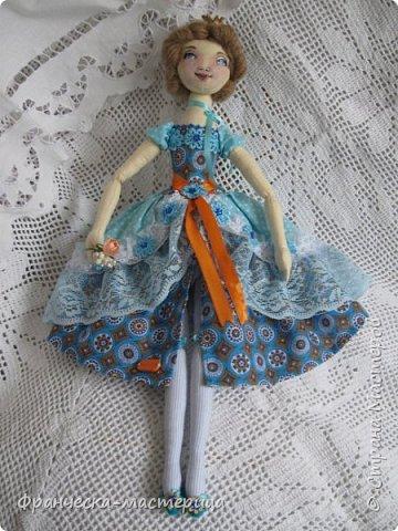 """Добрый день, Страна Мастеров и Мастериц!!! Представляю вам мои новиночки. Эти куклы в заказе и отправятся к новым хозяевам после выходных. Первая из заказанных кукол """" Принцесса Анна"""" ростом в 53 см, сшита из хлопка, набивка - синтепух, волосы из полушерстяной пряжи уложены в статичную причёску.  фото 3"""