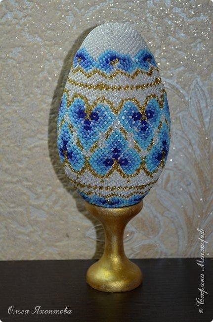 """Это пасхальное яйцо я смастерила из журнала """"Чудесные мгновения"""" №2 2005г. Основа яйца выточена из дерева моим папой, высота 12,5 см. Конечно не все получилось как хотелось бы, надеюсь вам понравится. Не судите строго. фото 4"""