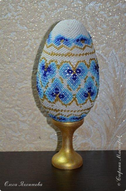 """Это пасхальное яйцо я смастерила из журнала """"Чудесные мгновения"""" №2 2005г. Основа яйца выточена из дерева моим папой, высота 12,5 см. Конечно не все получилось как хотелось бы, надеюсь вам понравится. Не судите строго. фото 5"""