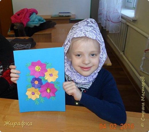 Это панно сделала семилетняя Алёнка и именно оно висит сейчас на нашем стенде. Остальные цветы у нас будут размещаться в другой коллективной работе, которую я покажу позже. фото 10