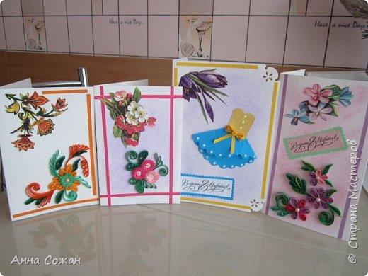 """Добрый день друзья! Хочу показать Вам несколько вариантов открыток, которые сделали мы к  8 марта  с моими учениками в студии """"Бумажные фантазии"""". У меня  нашлось несколько старых открыток с 8 марта. Мы использовали их в качестве аппликации и дополнили цветами из квиллинга и  модными платьями.  фото 1"""