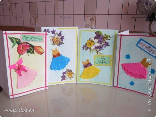 """Добрый день друзья! Хочу показать Вам несколько вариантов открыток, которые сделали мы к  8 марта  с моими учениками в студии """"Бумажные фантазии"""". У меня  нашлось несколько старых открыток с 8 марта. Мы использовали их в качестве аппликации и дополнили цветами из квиллинга и  модными платьями.  фото 14"""