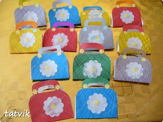 Такие сумочки смастерили ребята 5-6 лет для мам. фото 1