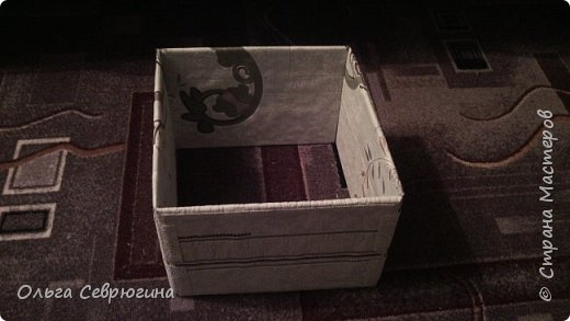 Решила использовать картон из обычных коробок. Получился вот такой стеллаж. Не без косяков, конечно, но уж очень хотелось сотворить такое сооружение))) фото 2
