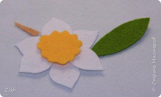 Здравствуйте, дорогие жители Страны Мастеров! Сегодня я покажу как легко и быстро можно сотворить брошь из фетра в виде цветка нарцисса. фото 3
