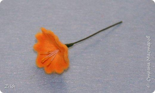 Здравствуйте, дорогие жители Страны Мастеров! Сегодня я покажу как легко и быстро можно сотворить брошь из фетра в виде цветка нарцисса. фото 13