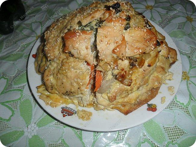 """В инете увидела рецепт курицы с таким названием """"Удиви соседку"""". Мне оно (название) не понравилось, я его тут же переименовала, изменив рецепт под свой вкус. И получился вот такой слоеный Наполеон Куриный)) Здесь , в СМ, такого рецепта не встречала, пролистав странички... поэтому  -- ловите!  """"Вкусное и оригинальное блюдо - готовится из простых продуктов, а выглядит - как деликатес из шикарного ресторана. Можно делать порционно - одна куриная грудка на порцию, но мне кажется, что вкуснее и сочнее получается, когда всё готовится одним большим слоёным куском"""")) Способ приготовления и мои составляющие смотрите ниже. фото 2"""