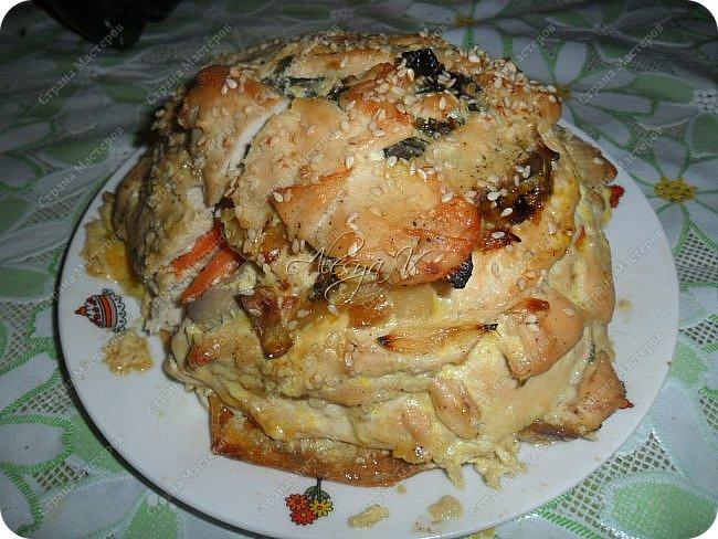 """В инете увидела рецепт курицы с таким названием """"Удиви соседку"""". Мне оно (название) не понравилось, я его тут же переименовала, изменив рецепт под свой вкус. И получился вот такой слоеный Наполеон Куриный)) Здесь , в СМ, такого рецепта не встречала, пролистав странички... поэтому  -- ловите!  """"Вкусное и оригинальное блюдо - готовится из простых продуктов, а выглядит - как деликатес из шикарного ресторана. Можно делать порционно - одна куриная грудка на порцию, но мне кажется, что вкуснее и сочнее получается, когда всё готовится одним большим слоёным куском"""")) Способ приготовления и мои составляющие смотрите ниже. фото 1"""
