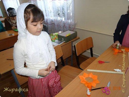 Эти панно сделала Горбунова Настя, 15 лет. Пятицветковое для конкурса, а состоящее из трёх маков останется на стенде. фото 2