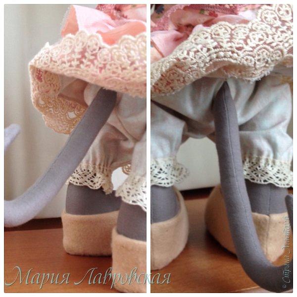 Прошу знакомиться -Мышуля!!!   Мышка была сшита на заказ в подарок для маленькой девочки. Поэтому и цветовая гамма нежно-розовая. Ростом она совсем не маленькая - 45см. И получилась она довольно тяжёлой, так как в ножки насыпала гранулят, что бы она  могла стоять без опоры. Это моя вторая мышка, первую можно посмотреть здесь -    http://stranamasterov.ru/node/492977   фото 6