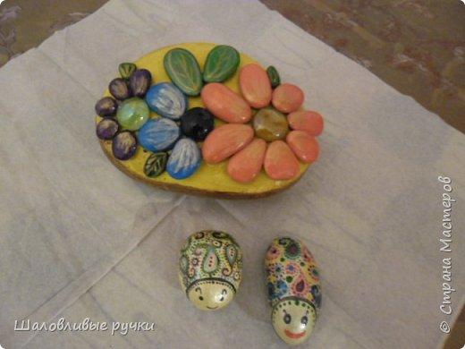 Это попытка-повторюшка по мотивам работ Мишель Буфалини. Панно из гальки.Рисовать не умею,но очень люблю.Это скорей детские какие-то поделки,но мне они очень нравятся.Совки. фото 12