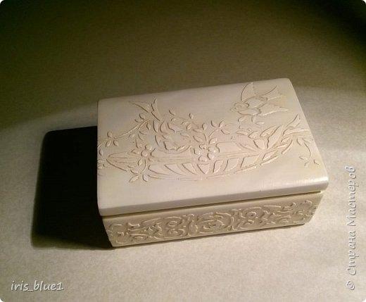 Шкатулка из натурального дерева (бук), выполненная в технике имитации резьбы по слоновой кости фото 2