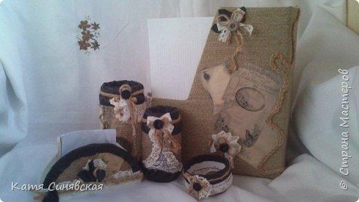 Вот такой наборчик сделала себе на работу. Использовала разные баночки, картон, а для декора ткань, кружево, мешковину, шпагат и кожу. фото 1