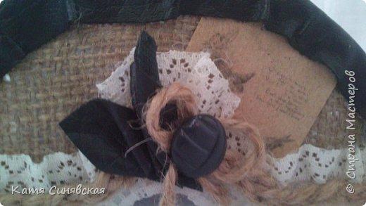 Вот такой наборчик сделала себе на работу. Использовала разные баночки, картон, а для декора ткань, кружево, мешковину, шпагат и кожу. фото 12