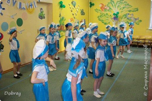 Работаю в детском саду помощником воспитателя. На утренник сшила детям костюмы матросов. фото 2