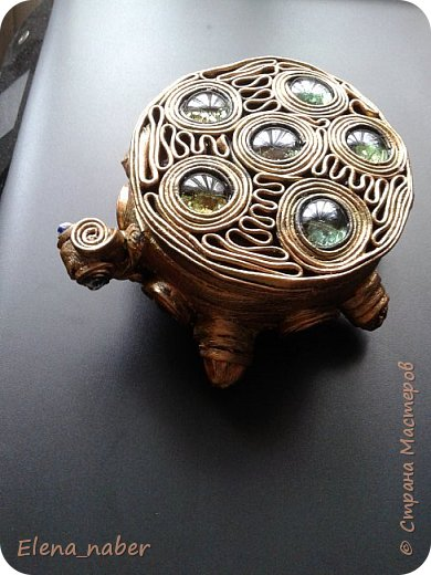 Доброго времени жители Страны. Не смогла пройти мимо черепашек Нины Валентиновны http://stranamasterov.ru/node/935506  . В магазине где все по одной цене увидела керамическую шкатулочку  и родилась повторюшка- шкатулочка-черепашка. фото 4