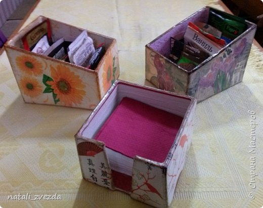 Очередные подарочки. Короба для специй и салфетница. Выполнена из картона. Декупаж. Внутри и донышко оклеино обоями (бросовый материал). фото 3