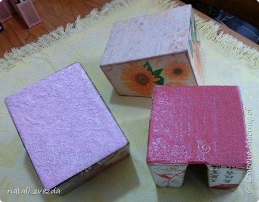 Очередные подарочки. Короба для специй и салфетница. Выполнена из картона. Декупаж. Внутри и донышко оклеино обоями (бросовый материал). фото 5