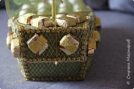 """Доброго времени суток, дорогие мастера и мастерицы!!! Мой небольшой отчет за февраль.  Корзинка с тюльпанами. Внутри 31 конфетка """"Ferrero Rocher"""".  фото 6"""