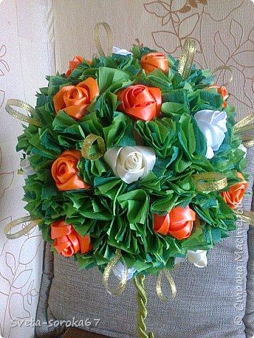 Доброе  время суток,  Стран Мастеров!  Пора усиленно готовиться  к празднику!  Запасаться  цветами и сувенирами,  хорошо, что у нас  можно  совместить   и   то  и  другое.                                                    фото 11