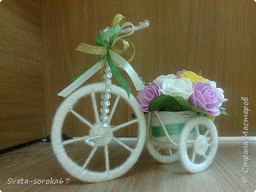 Доброе  время суток,  Стран Мастеров!  Пора усиленно готовиться  к празднику!  Запасаться  цветами и сувенирами,  хорошо, что у нас  можно  совместить   и   то  и  другое.                                                    фото 1