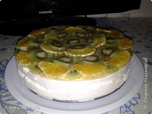 Здравствуйте жители СМ! Сегодня хочу показать свои тортики, которые иногда пеку для себя и своих близких. Коржи шоколад на кипятке, крем творожно- сметанный с фруктами, украшен фруктами и залит желе фото 2