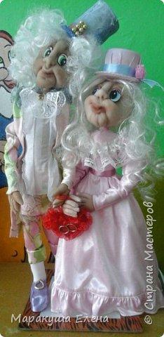 Здравствуйте! Эта сладкая (потому что в нежно-розовых тонах, как конфетки)  парочка новобрачных, отличный подарок сделанный своими руками для семейной пары! Будь то юбилей свадьбы,или день бракосочетания,либо день Семьи)) Рост 40 см., вместе с цилиндром)) фото 1