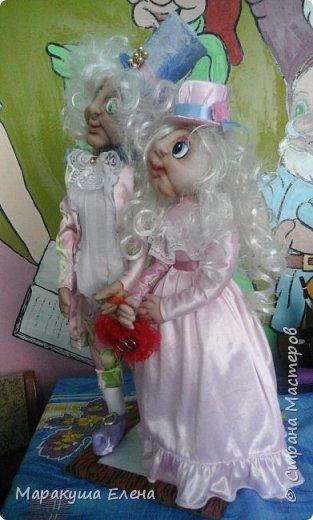 Здравствуйте! Эта сладкая (потому что в нежно-розовых тонах, как конфетки)  парочка новобрачных, отличный подарок сделанный своими руками для семейной пары! Будь то юбилей свадьбы,или день бракосочетания,либо день Семьи)) Рост 40 см., вместе с цилиндром)) фото 4
