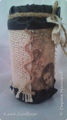 Вот такой наборчик сделала себе на работу. Использовала разные баночки, картон, а для декора ткань, кружево, мешковину, шпагат и кожу. фото 20
