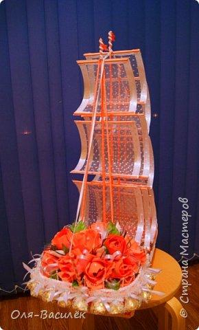 Здравствуйте, дорогие мои! Очень давно ничего не выкладывала, но трудится не прекращала.  Вот мой подарок моим дорогим друзьям, как поздравления в день свадьбы. Невеста и жених очень любят оранжевый, и мне хотелось им угодить, но оранжевого корабля на обширных просторах интернета я не нашла, пришлось фантазировать самостоятельно. и вот, что у меня получилось. фото 3