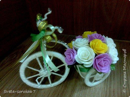 Доброе  время суток,  Стран Мастеров!  Пора усиленно готовиться  к празднику!  Запасаться  цветами и сувенирами,  хорошо, что у нас  можно  совместить   и   то  и  другое.                                                    фото 2