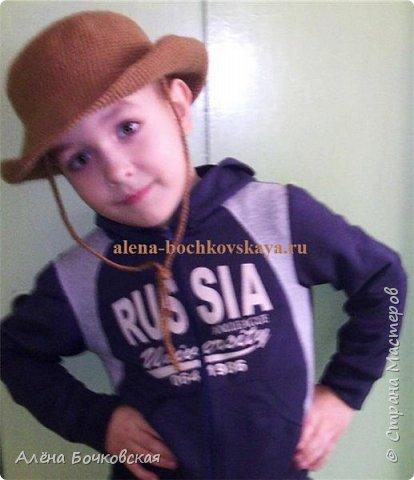 Шляпа связана специально для конкурса в детском саду. Описание шляпы здесь http://alena-bochkovskaya.ru/?p=2946#more-2946