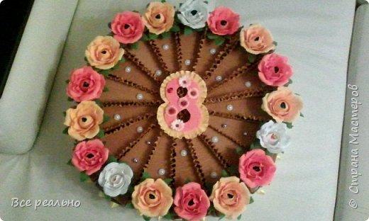 Этот торт для 17 девочек. Внутри шоколадка и заколки.Диаметр тортика 46см.  фото 1