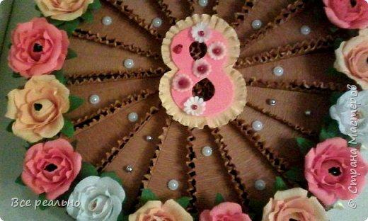 Этот торт для 17 девочек. Внутри шоколадка и заколки.Диаметр тортика 46см.  фото 4