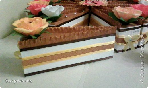 Этот торт для 17 девочек. Внутри шоколадка и заколки.Диаметр тортика 46см.  фото 3