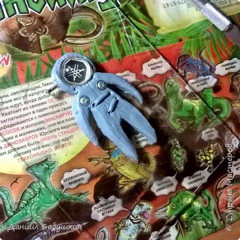Недавно к нам в гости приходила мамина знакомая, она занимается лепкой, и приносила подвески из полимерной глины. Называются они  - Хоро, биороботы.Мне они очень понравились и я слепил себе похожего)) Тут можно посмотреть биороботов тети Ксюши и почитать их историю https://www.instagram.com/p/BCPH648KwlI/?taken-by=yavorskaya_sova фото 3