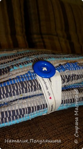 Такой массажный коврик для ног был подарен нашему детскому саду.  Может быть использован как на спортивных занятиях, так и в свободное от занятий время. На каждом поле - разные наощупь поверхности, которые массируя детские ножки, помогают предовратить плоскостопие, укрепляют мышцы и связки голени и стопы, способствуют правильной работе внутренних органов  путем  массирования активных точек стопы, а также дарят детям необычные ощущения и позитивные эмоции!  Каждое поле мне захотелось связать с каким-то предметом, пейзажем и т.д. Кстати, несмотря на то, что поля довольно разные, по ним возможно даже придумать коротенькую сказку :-)  фото 10