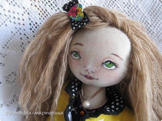Добрый день, мастеровые люди!!! Продолжаю выставлять  мои новиночки наступившего года. Представляю вам игровую куклу. Сшита из льна ( замечательный , очень благодарный материал), набивка  синтепухом, волосы вшиты по одному, причёску можно менять. Личико нарисовано акрилом. Глазки покрыты лаком. фото 1