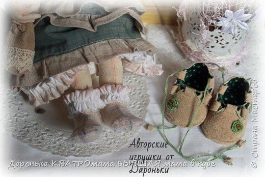 Есеньюшка появилась на свет 1 марта не с проста...ведь она и есть сама Весна!  Куколка выполнена со всеми особенностями качественных коллекционных кукол и будет замечательным подарком на любой праздник для настоящих ценителей!  -Использованы только натуральные материалы -Гипоаллергенный наполнитель -Акриловые краски и масляная и сухая пастель -Проволочный каркас-позволяет ручкам, ножкам и даже пальчикам сгибаться -Ручки, ножки и голова-двигаются за счет двигательного крепления -Одежда(сарафан и нижнее платье в стиле Бохо,носочки, ажурные пантолончики), обувь(сандалии в стиле бохо из натуральной замши ручной работы)-ВСЕ СНИМАЕТСЯ! -Волоски-натуральная овечка!!! -аксессуары-сумочка из натуральной замши ручной работы, букетик вербы-прилагаются  фото 4