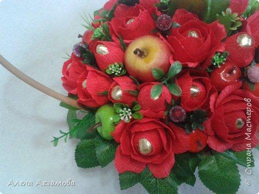 Корзинка с яблочками...увидела где то...с зелеными...а когда стала делать свою, то обнаружила что у меня зеленых всего два, дело было ночью поэтому в ход пошли красненькие фото 2