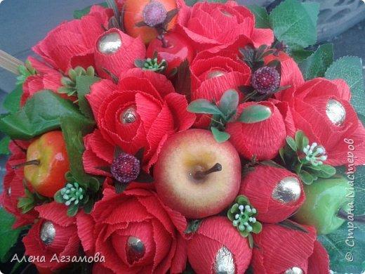 Корзинка с яблочками...увидела где то...с зелеными...а когда стала делать свою, то обнаружила что у меня зеленых всего два, дело было ночью поэтому в ход пошли красненькие фото 3